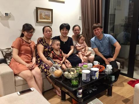 Ảnh 3: Gia đình thầy Thực thăm nhà tôi khi nghe tin tôi bị đánh, 6/2018