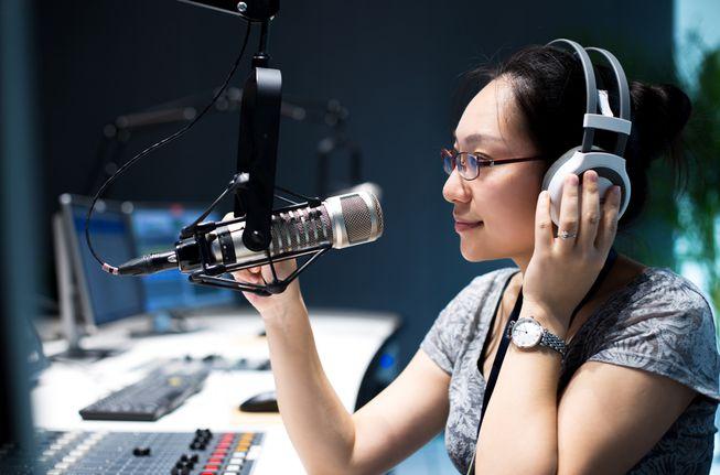 Radio Nghiệp đoàn giáo chức cần tuyển nữ phát thanh viên – năm2018
