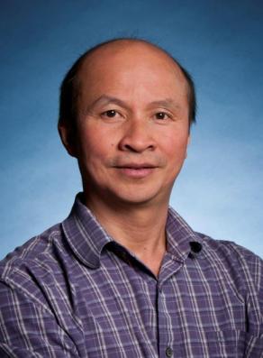 Tiến sĩ Phạm Đình Bá, đại học Toronto-Canada, chủ nhiệm Chương trình Minh bạch giảng đường do Nghiệp đoàn sinh viên Việt Nam tổ chức
