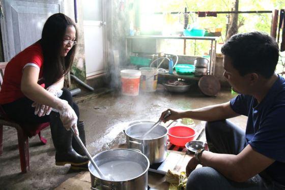 Giáo viên phải làm nhiều nghề tay trái khác nhau để nuôi sống gia đình. Ảnh minh họa: Vietnamnet.vn