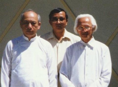 Từ trái sang ph̉ai: Triết Gia Lương Kim Đ̣inh, Th̉u Tướng Đào Minh Quân và Đ̣ao Trưởng Đỗ Ṿan Lý.