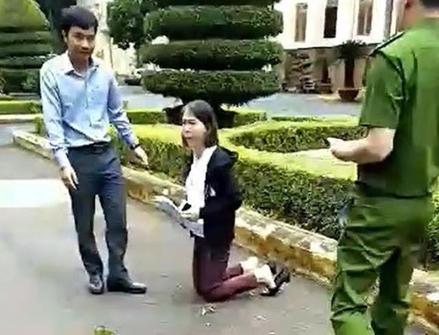 Cô giáo quỳ trước ủy ban tỉnh Đắk Lắk : Hình ảnh điển hình về nỗi tủi nhục của người dân ViệtNam